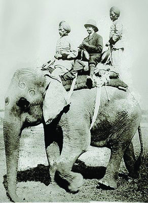 king-george-v-mounted-on-elephant